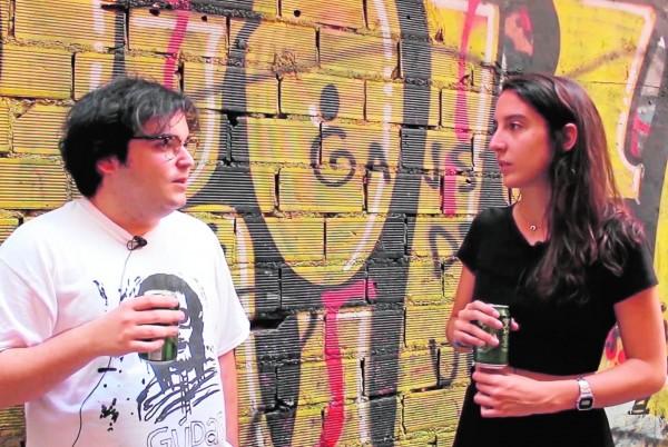 Teresa Camino (directora) y Marcelo Criminal. Frame del docu.