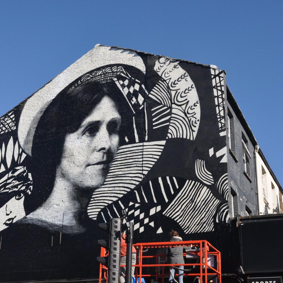 Retrato de Madge Gill, Walthamstow, London para LDNWMN con Tate and the Mayor of London, celebrando los 100 años del voto femenino, 2018